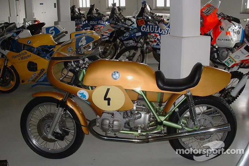 Une moto BMW