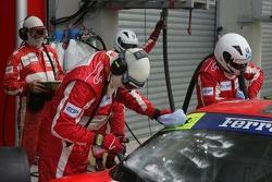 #87 Scuderia Ecosse Ferrari 430 GT gets a clean windshield