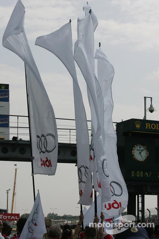 Des drapeaux Audi