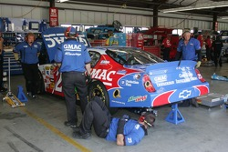 The crew working on the car of Brian Vickers
