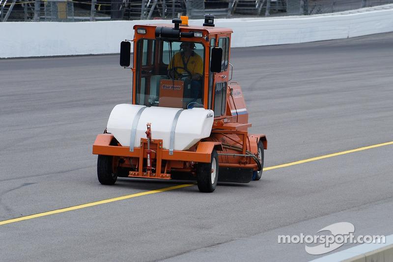 La Broce Broom rejoint la mêlée. La piste était bientôt prête pour la prochaine session.
