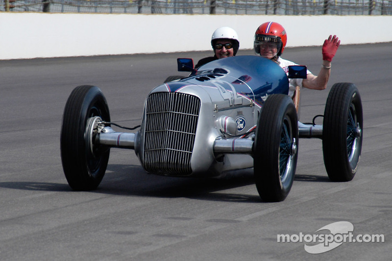 Voitures d'époque : 1935 Miller Ford.  Trois des quatre DNF'd