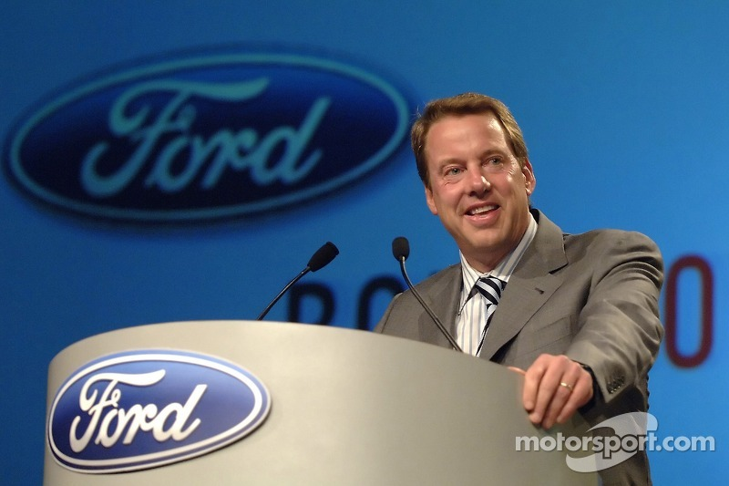 Bill Ford participe à un pep rally d'employé à Ford World Headquarters