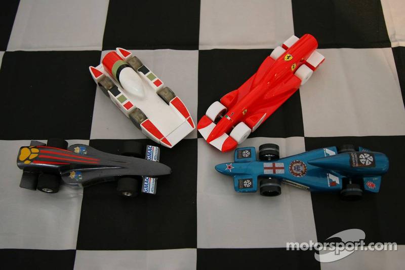 Les voitures Honda et Ferrari construites par les étudiants
