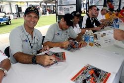 Autograph session: Mark Patterson and Oswaldo Negri