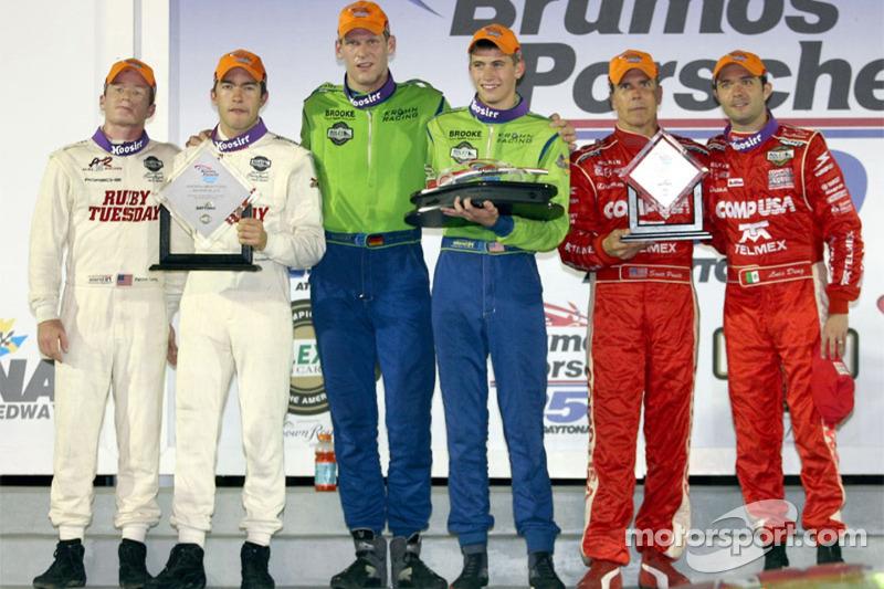 Podium DP : les grands vainqueurs Jorg Bergmeister et Colin Braun, avec en seconde place Mike Rockenfeller et Patrick Long, et en troisième place Scott Pruett et Luis Diaz