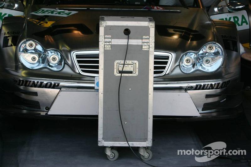 Le ventilateur chez Mercedes pour refroidir les voitures dans le stand