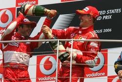 Podio: ganador de la carrera Michael Schumacher, segundo lugar Felipe Massa