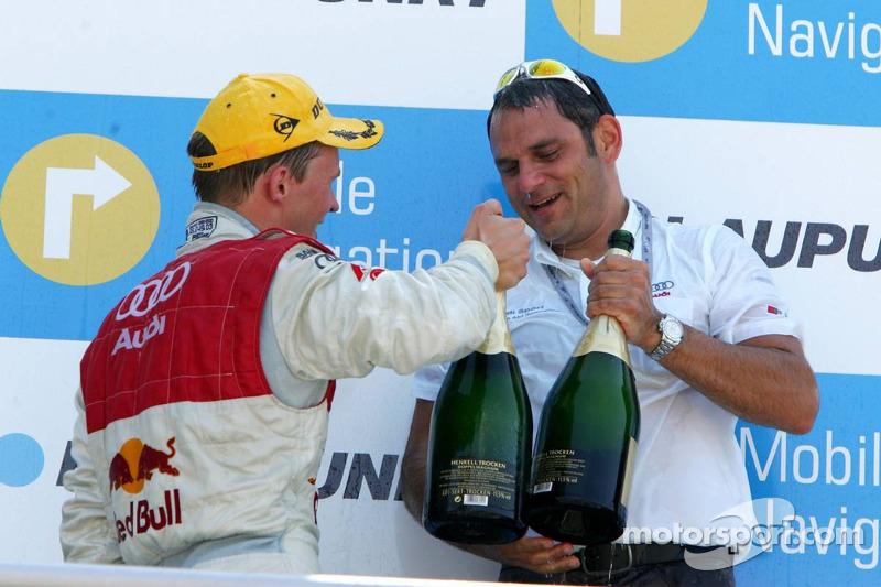 Podium: Mattias Ekström et Hans-Jurgen Abt portent un toast sur la victoire