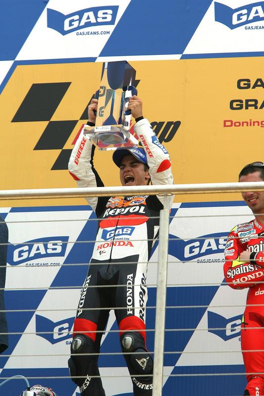 Podio: ganador de la carrera Dani Pedrosa celebra