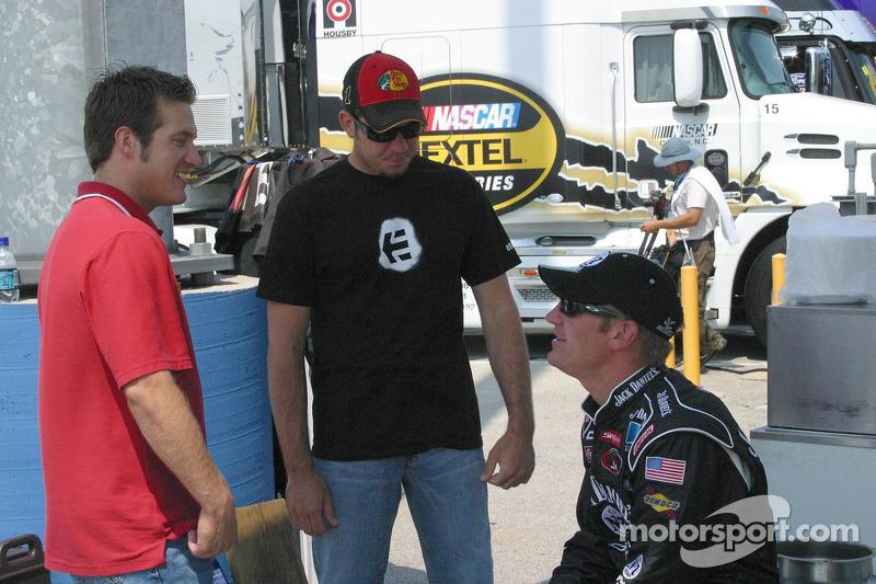 J.J. Yeley, Martin Truex Jr. et Clint Bowyer