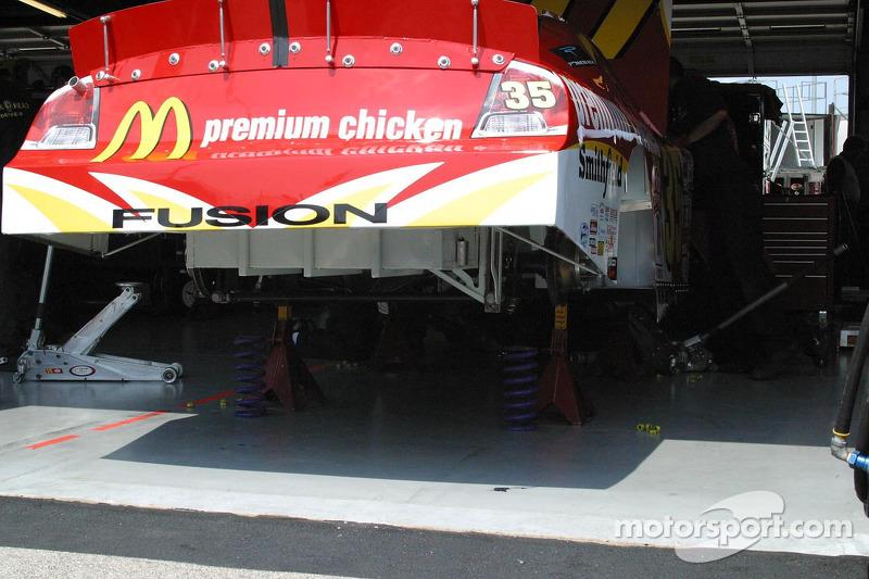 La voiture de Regan Smith dans le garage