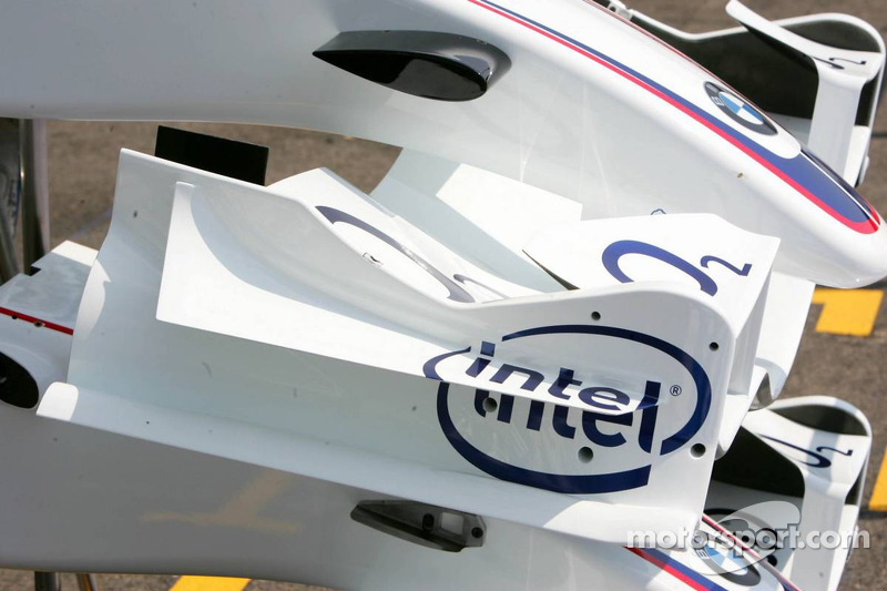 Petits ailerons sur l'aileron avant de la BMW Sauber F1.06