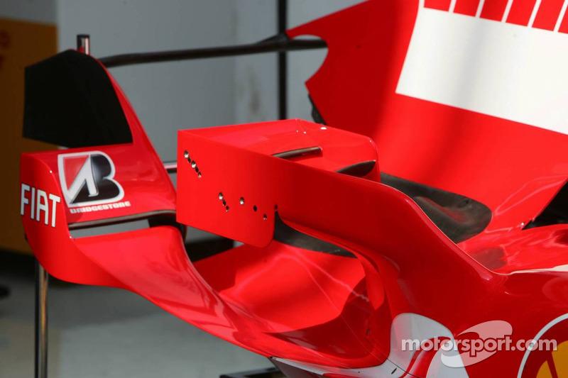 Les nouveaux petits ailerons avec des ailes réglables sur la Ferrari F2006