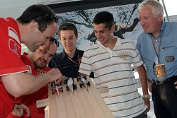 Red Bull chilled Thursday: test driver Neel Jani and Charlie Whiting and the Pinewood-Derby