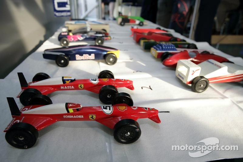 Red Bull le jeudi : les voitures du Derby de Pinewood