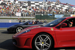 Michael Schumacher y Felipe Massa conduce el Ferrari F430
