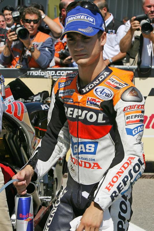 Le vainqueur de la pole position Dani Pedrosa