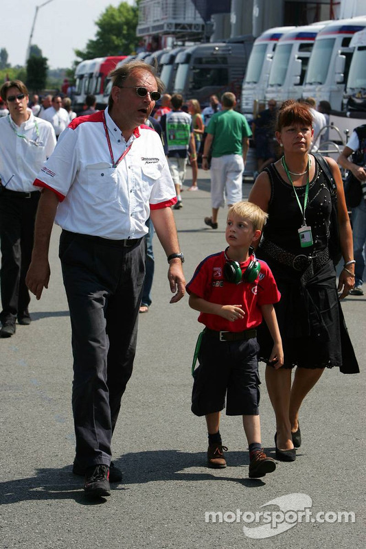 Kees van de Grint avec sa femme et son fils