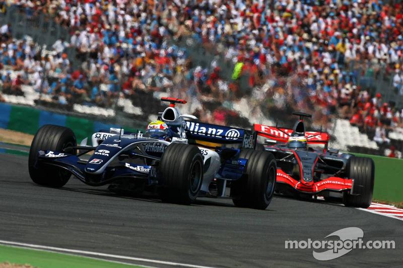 Mark Webber devance Pedro de la Rosa