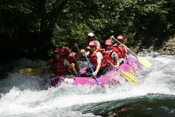 Le bateau de rafting de Panoz se retourne et entraîne un grand splash