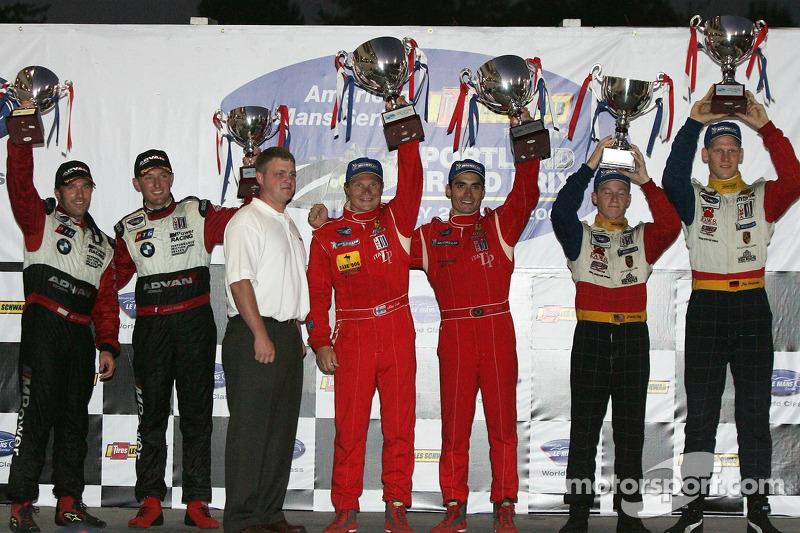 Podium LMGT2: les vainqueurs Jaime Melo et Mika Salo, avec les deuxièmes Jorg Bergmeister et Patrick