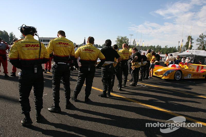 L'équipe Penske Motorsports sur la grille de départ