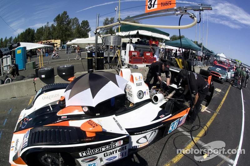 #37 Intersport Racing Lola B05/40 AER se tient prête pour les qualifications
