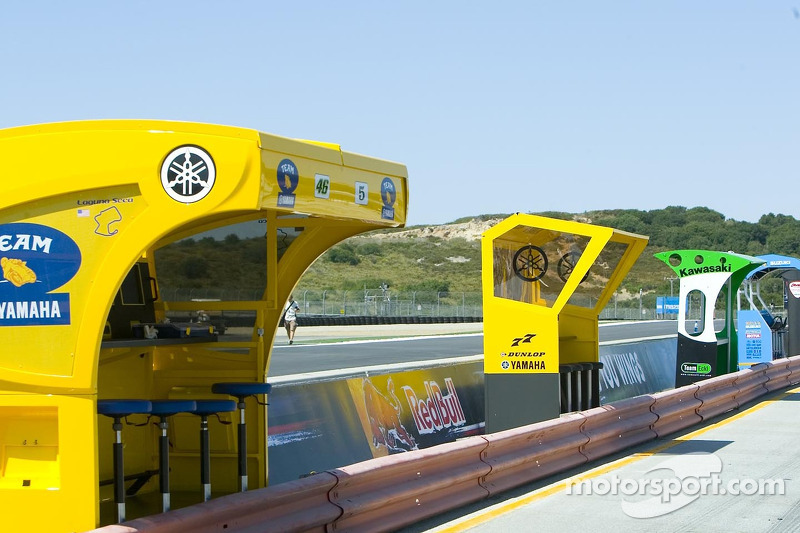 Pit stands