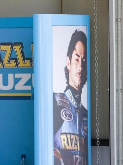 Джон Хопкинс в гараже Suzuki