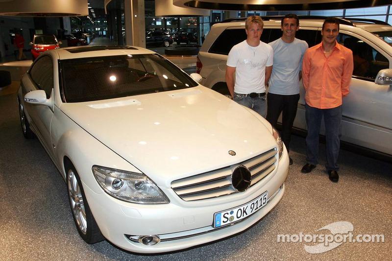 Evénement média de DaimlerChrysler Mercedes: Kimi Räikkönen, Pedro de la Rosa et Gary Paffett présentent la nouvelle voiture CL600 à Stuttgart