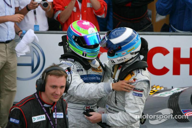 Le vainqueur Bruno Spengler avec Mika Häkkinen