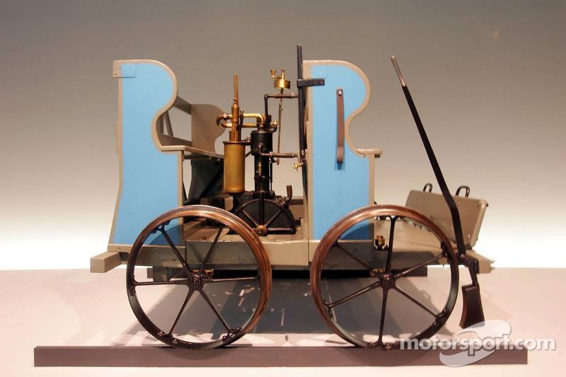 Evénement média de DaimlerChrysler Mercedes: une voiture Daimler dans le musée Mercedes-Benz à Stuttgart