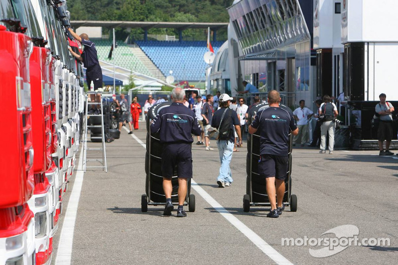 Williams F1 dans le paddock