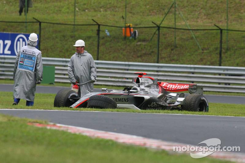 El auto dañado de Kimi Raikkonen
