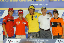 Press conference: pole winner Valentino Rossi with Loris Capirossi, Kenny Roberts, 250cc pole winner