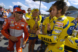 Loris Capirossi and Valentino Rossi on the starting grid
