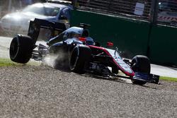 Kevin Magnussen, McLaren MP4-30 si blocca
