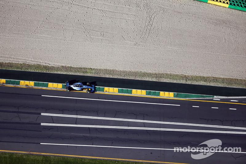 نيكو روزبرغ على متن سيارة مرسيدس إيه ام جي فورمولا 1 دبليو06