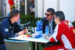 Raffaele Marciello, Pilote d'essais et de réserve Sauber F1 Team avec Guenther Steiner, Team Principal Haas F1 Team et Claudio Albertini, Chef des opérations moteur des clients Ferrari