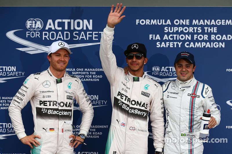 2. Nico Rosberg, Mercedes AMG F1, mit Pole-Sitter Lewis Hamilton, Mercedes AMG F1, und 3. Felipe Mas