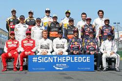 Совместное фото гонщиков перед стартом сезона