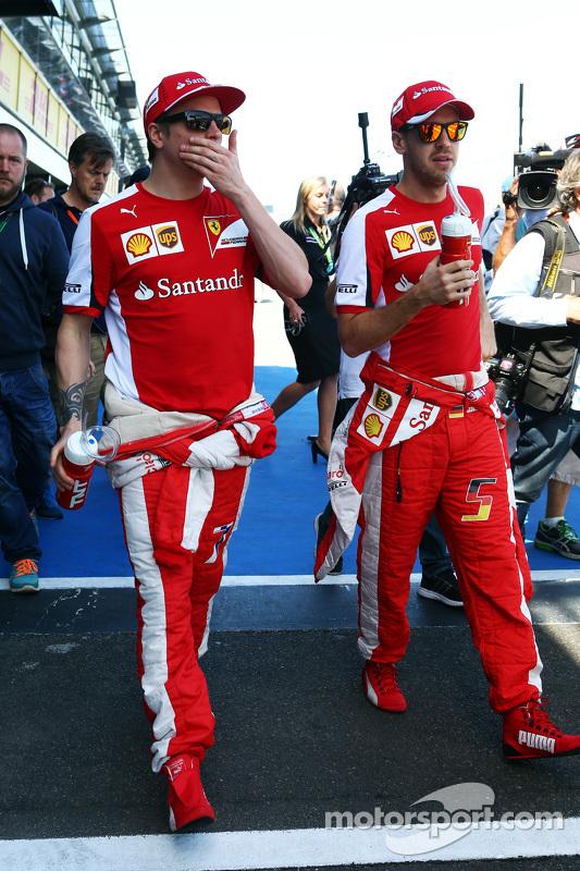 (Kiri ke Kanan): Kimi Raikkonen, Scuderia Ferrari dengan Sebastian Vettel, Scuderia Ferrari