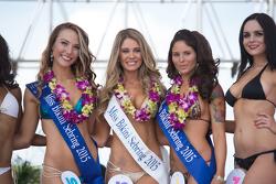 Bezaubernde Teilnehmerinnen am Sebring Bikini-Contest