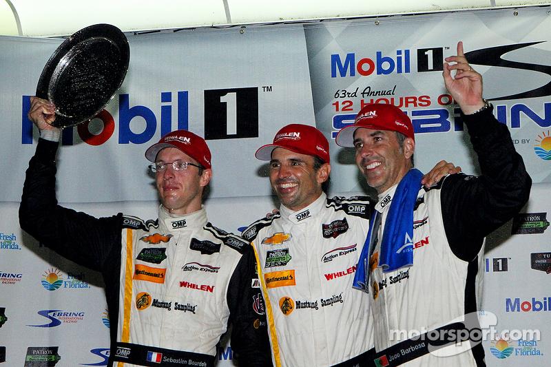 Загальний подіум: Переможці гонки Себастьєн Бурде, Крістіан Фіттіпальді, Жоао Барбоза, Action Expres