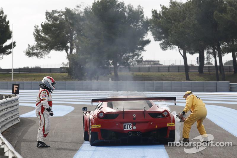 AF Corse Ferrari F458 Italia: Mads Rasmussen, Filipe Barreiros, Francisco Guedes fermati in pista