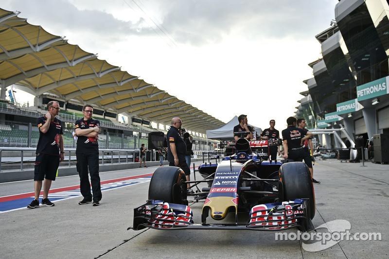 Scuderia Toro Rosso STR10 di scrutineering