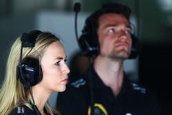 Carmen Jorda, Entwicklungsfahrerin Lotus F1 Team, und Jolyon Palmer, Test- und Ersatzfahrer Lotus F1 Team