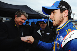 Chase Elliott, Hendrick Motorsports Chevrolet is congratulated by father Bill Elliott after qualifying