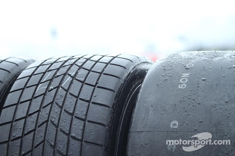 Rain tires and slick tires